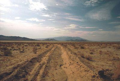 Death_Valley,19820816,Desert,sand_road_mud_near_Shoshones